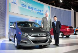 Honda execs John Mendel and Yasunari Seki relaunch the Insight hybrid in Detroit