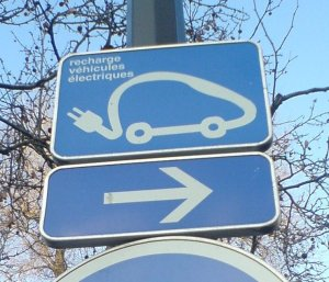 paris-ev-charge-station-sign-credit-peter-fairley