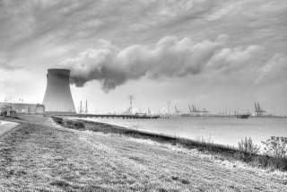 Doel nuclear power plant by Lennart Tange